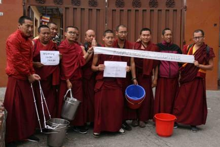 IMG_1539 Kopan monks water distribution smll